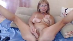 Granny Fisting And Play With Dildo On Webcam - CoViD-88