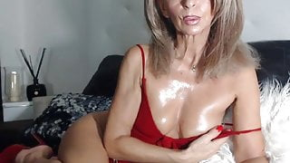 Mature is very sexy on cam