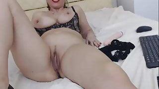 Big Tits & Huge Lips Solo