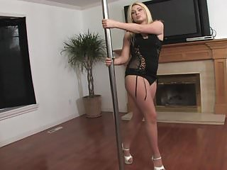 Sexy women pole dancing - Jessica flaunts her tight ass in a sexy pole dance