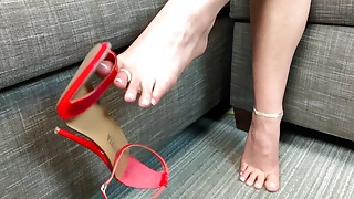 Becky's Dangling Shoes and a FJ For YOU!