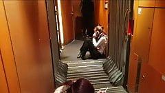 Auf der Zug Toilette eine Traperin gefickt