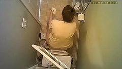 Ukryta kamera - sika i wyciera w toalecie
