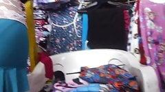 Upskirt Uppie a prostituta de la merced en minifalda azul
