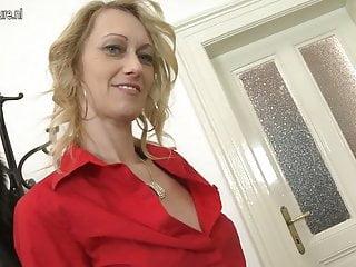 Mature skinny - Mature skinny mom with big hungry vagina