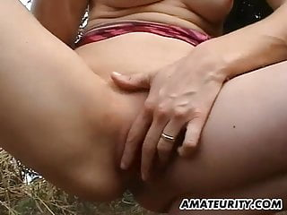 Corn fuckers Amateur girlfriend toys her pussy with corn outdoor