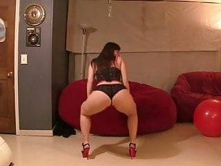Sexy dance rubio Pawg booty clap and sexy dance