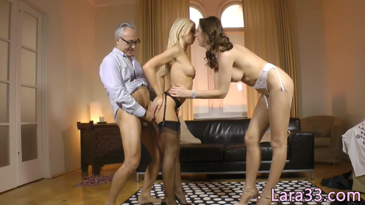 Stockinged UK milf fucked standing up in trio