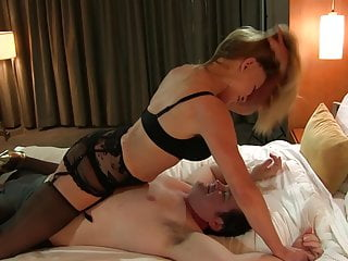 Extreme woman orgasm - Robin with love extreme headscissors knockout