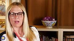 Mature nerd busty mom fucks her vagina