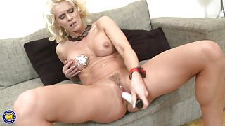 Step Mom with perfect body and thirsty vagina