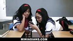 Une prof bien montée a deux ados asiatiques