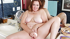 Well rounded mature Gypsy Leigh dildo fucks her pussy
