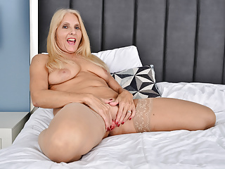 Featured Mature Blonde Porn Videos   xHamster