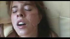 Кончаю в ее рот, пока она мастурбирует