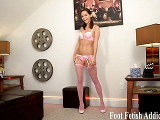 How to jack off teniques - I know my perfect feet make you want to jack off