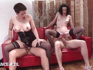Group sex fonts - 2 cougars libertines se font defoncer le cul par des jeunots