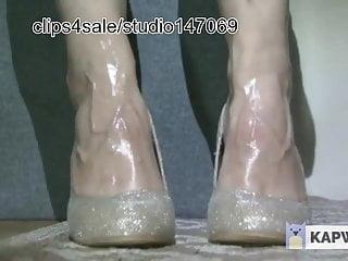 Mature veiny feet Calves shaking and veiny feet
