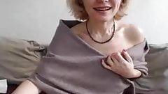 Mature petit seins solo
