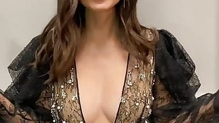Victoria Justice cleavage 02