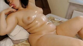 Cam Girls - Thick chubby oiled up MILF just lounging