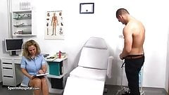 Mlody u lekarki na badaniu