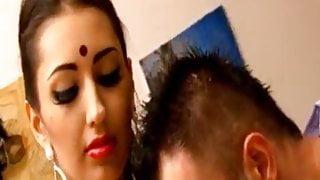 Indian hot unsatisfied bhabhi fucked by salesman