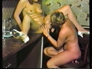 Facial paralysis due to nerve damage Creamy pussy due to lesbian licking and fingering