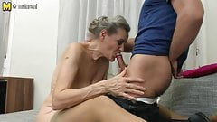 Horny mature slut enjoyin her toy boys cock