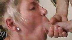 Грудастая бабушка застукала своего пасынка за мастурбацией по порно