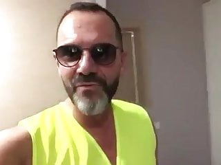 Dicks fly fishing vests - A yellow vest prefers to stay in her room