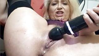 Mature bitch squirts hard