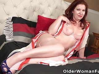 Sexy 21 usa Usa milf kimberlee is ready for action in sexy lingerie