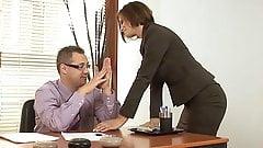 Возбужденная мачеха навещает пасынка в офисе