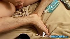 Amateur twink jerks off with fleshlight and admires his feet