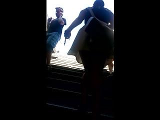 Free gay sorties - Sortie de metro et jupette blanche