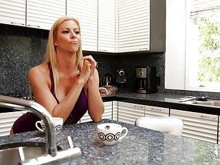 Alexis cincinatti pornstar - Busty lesbian babes jaclyn taylor and alexis fawx