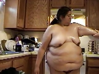 Nude house keeping Bbw house cleaning in the nude