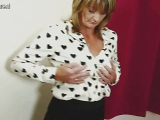 British mom porn - Hairy british mom playing with her pussy