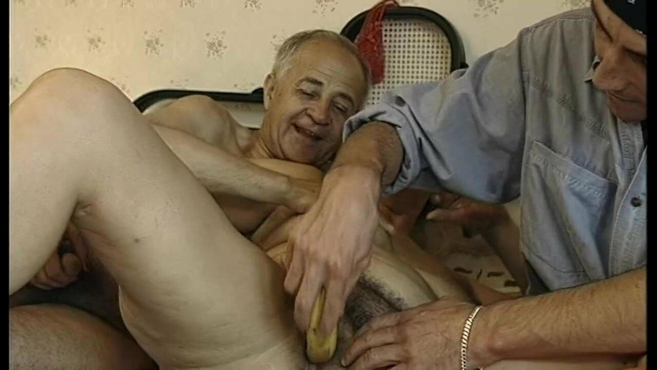 Oma wird brutal gefickt
