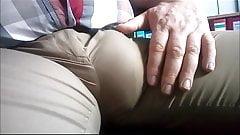 51 Geiler Kerl reibt sich den Schwanz