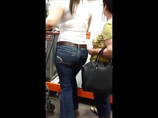Milf with nice ass and tits Very nice milf, nice ass and nice tits