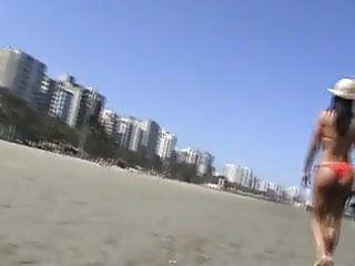 Young teens at beach in brazil Paseando por las playas brazil 07