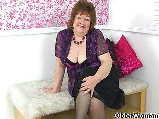 Cock in my hungry cunt - British granny susan feeds her hungry cunt with dildo