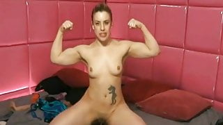 Blond Girl Showing her muscles  Acompanhante sarada