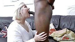 AgedLovE огромный черный хуй и пухлая зрелая блондинка