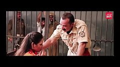 Szantażujący policjant pieprzy bhabhi, indyjski film, hindi