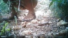 Снаружи, настоящее вуайеристское видео перед скрытой камерой, шпионская камера, женская писсинг