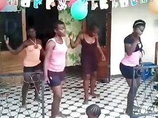 Girl shake ass - Candid african shake ass