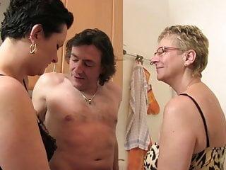 Mature xxx vids - Xxx omas - kitchen threesome with german mature sluts
